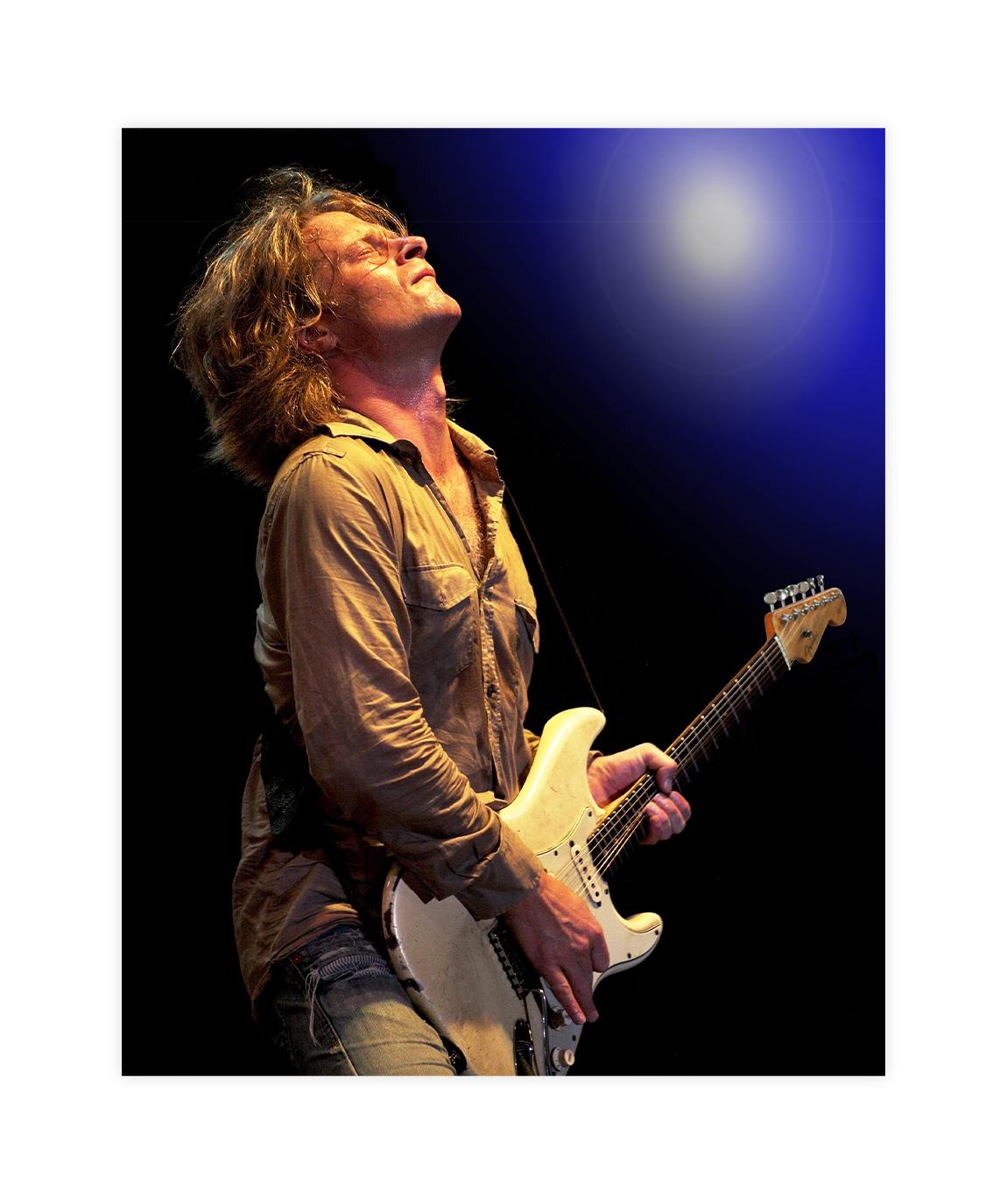 Thomas_Blug_on_the_guitar